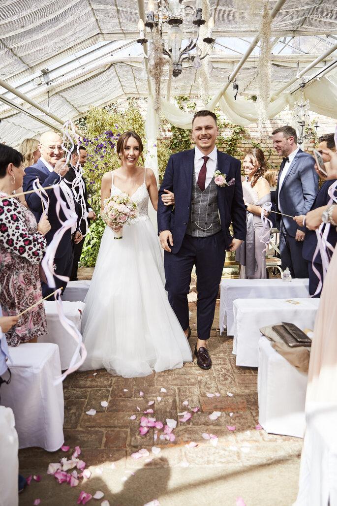 Brautpaar während Hochzeitszeremonie