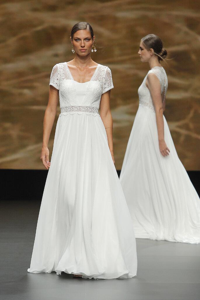 Vestido de novia estilo vintage con mangas cortas transparentes, corte en A, cuello ovalado