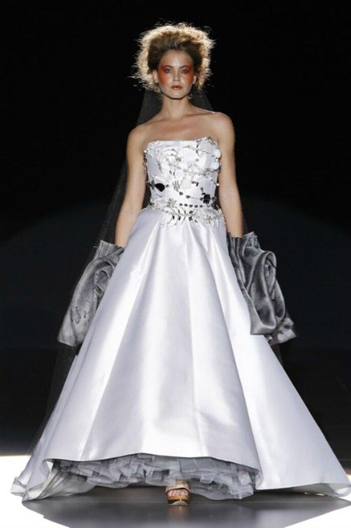Los volumenes son protagonistas en algunos de los vestidos de novia 2012 La Bohème 1994 - Ugo Camera / Ifema