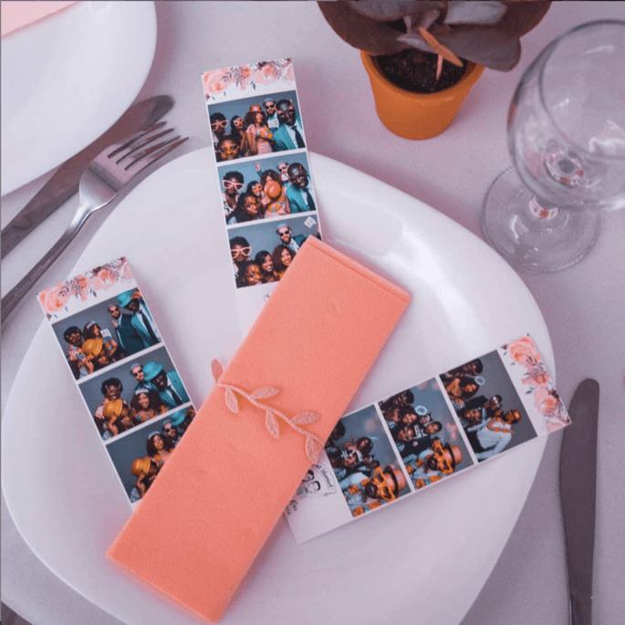 Tirages photos déposés sur une assiette lors d'une réception de mariage