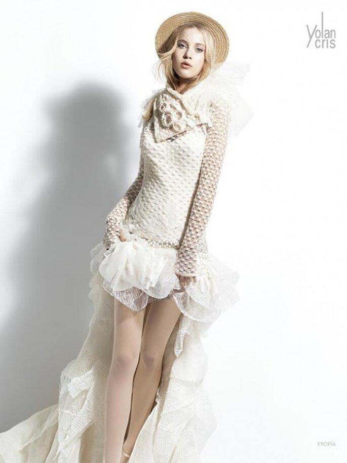 Vestido de novia corto con cola larga - Foto YolanCris