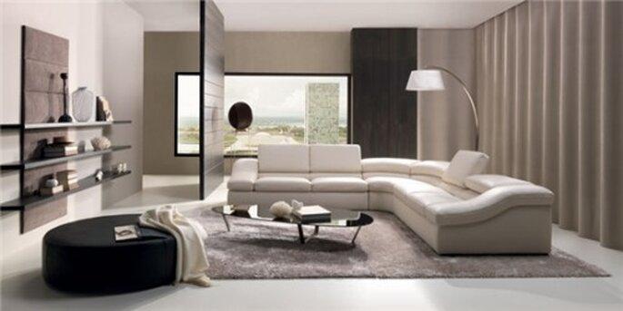 Modello Wave, con schienale regolabile e morbidi braccioli laterali,è un divano che sa stare al centro della scena. Divani & Divani By Natuzzi