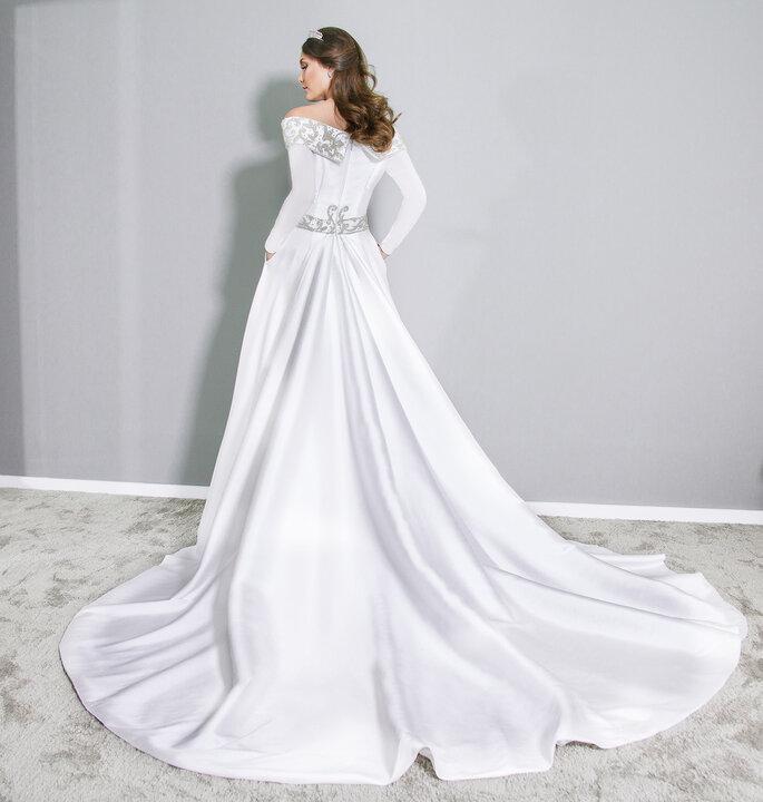Detalhe costas vestido de noiva princesa