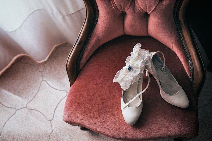 Luca Cuomo Photographer - scarpe e giarrettiera della sposa