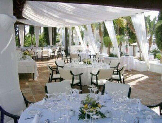 Aprovechar las terrazas al aire libre cuando hay altas temperaturas para la boda.