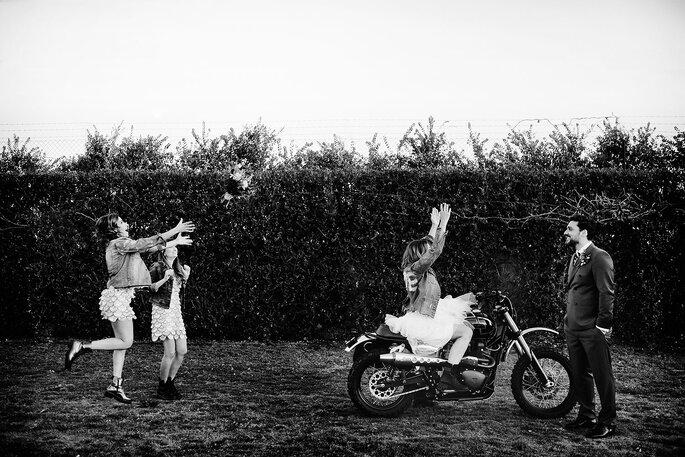Noivos: Atelier Gio Rodrigues | Receção: Quinta do Avesso | Fotografia: Nelson Marques + Andreia Torres Photography | Video: Miranda Filmes | Motos: Ton-up Garage, Garagem Central (Porto) e Danny Cardoso | Modelos: Foxy Riders