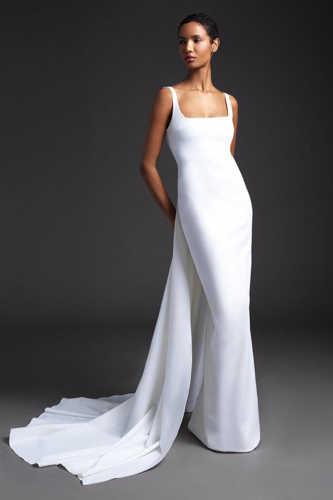 Vestido de novia sencillo con cola en seda, escote balconette, corte sirena