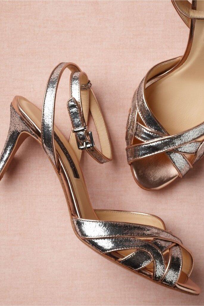 Zapatos ideales para combinar con el vestido de la mamá de la novia - Foto BHLDN