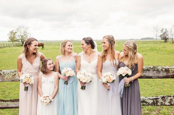 Elige los vestidos para tus damas perfectos, siempre siguiendo el estilo de tu boda - Foto Ar Dusk Photography