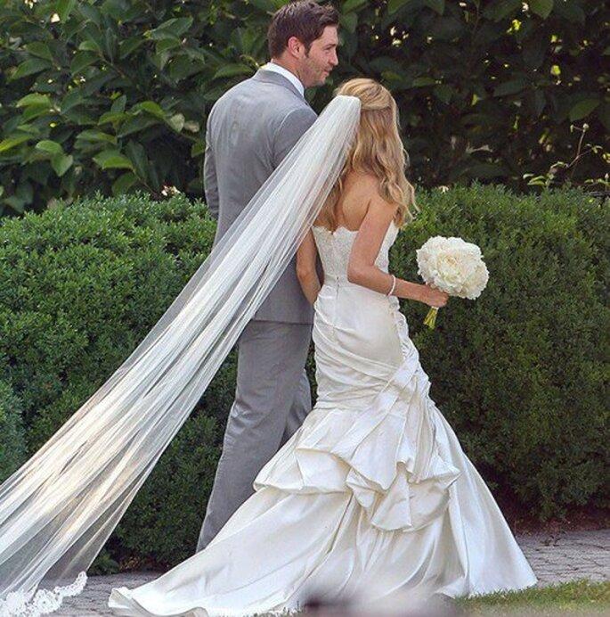 Detalle del vestido de novia, velo y ramo usado por Kristin Cavallari - Foto Monique Lhuillier Facebook