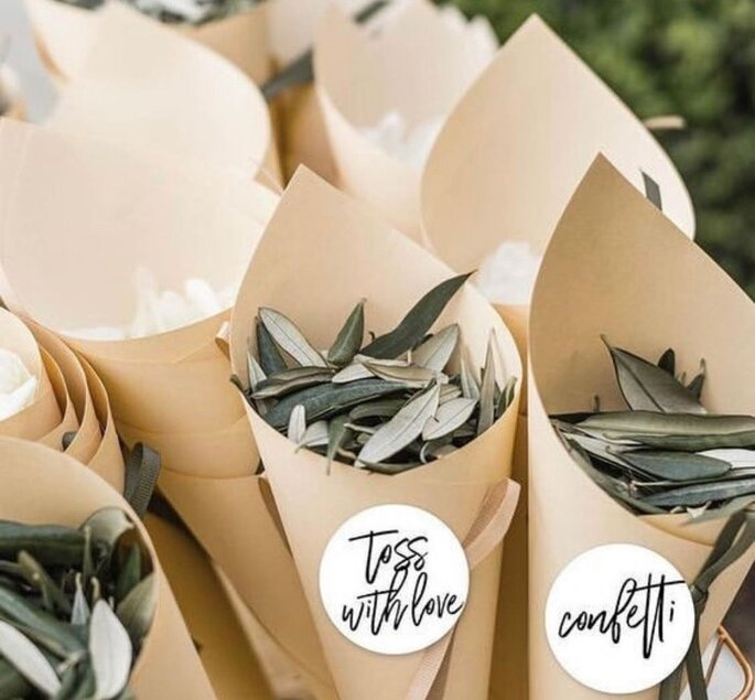 folhas de eucalipto para atirar aos noivos
