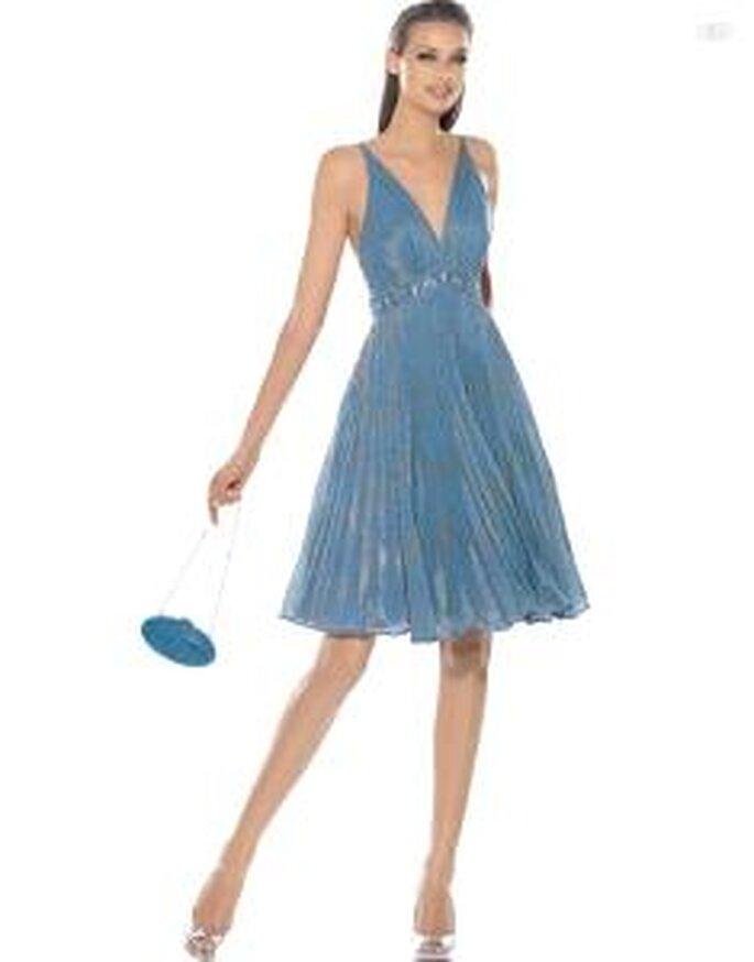 Pronovias Cóctel 2010 - Alfil, vestido corto azul, de talle alto, escote en V