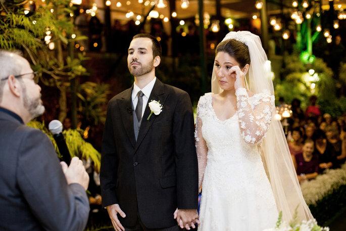 noiva se emociona em casamento