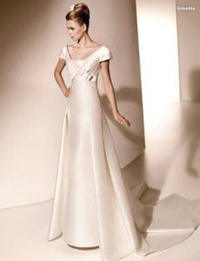 Valentino 2010 - Griselda, vestido largo en mikado, corte princesa, manga corta