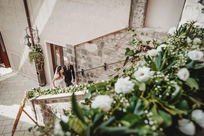 Castello di Faicchio - sposi sulle scale