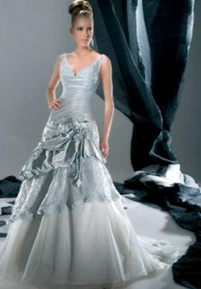 Demetrios 2009 - Sensualle Collection, vestido largo de escote en V, de espalda lazada, falda en tul, de corte en A