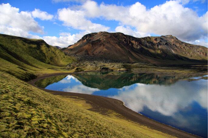 Flitterwochen auf Island. Idyllische Landschaft. Foto: R.B. / pixelio.de