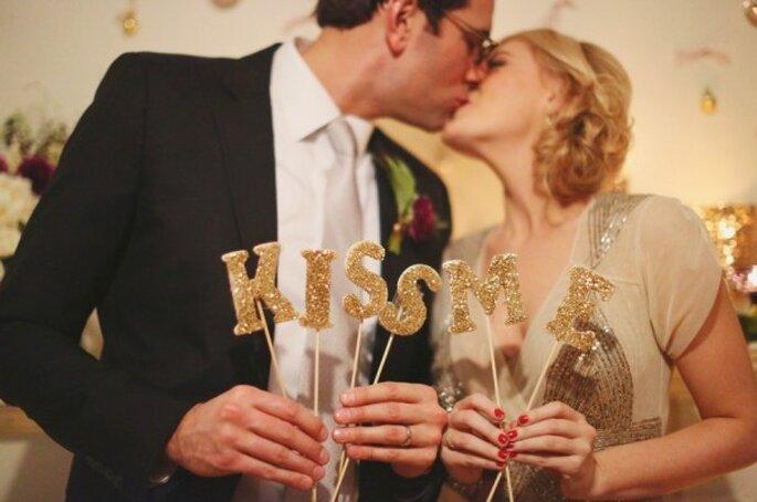 Un romántico beso para recibir el año nuevo - Foto Hello Love Photography