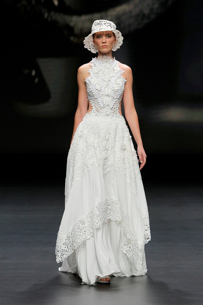 Colección Touch de Yolan Cris - Vestido de novia corte A sin mangas y falda de gasa removible cuello cisne