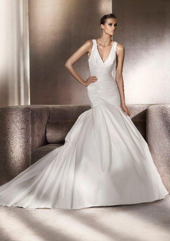 Vestido de novia con favorecedor escote en V. Colección Glamour Pronovias 2012