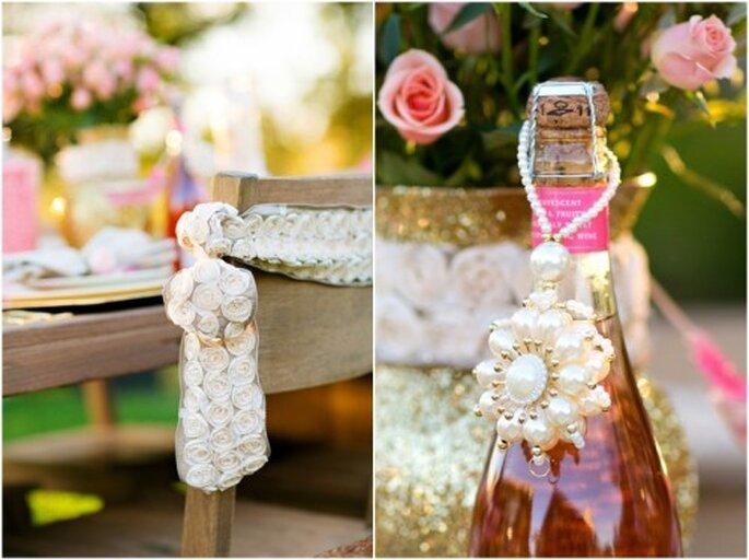 Estilo de boda con detalles de joyas, colores oros y rosados - Foto Set Free Photography