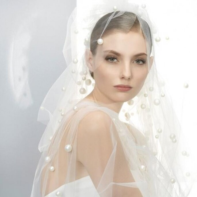 Velo de novia 2013 con cascada de perlas - Foto Jesús Peiró Facebook