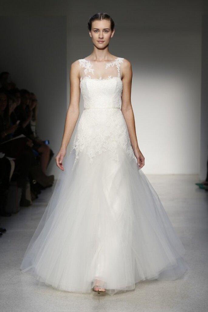 Vestido de novia clásico hecho de tu y chifón con escote ilusión sin mangas - Foto Christos