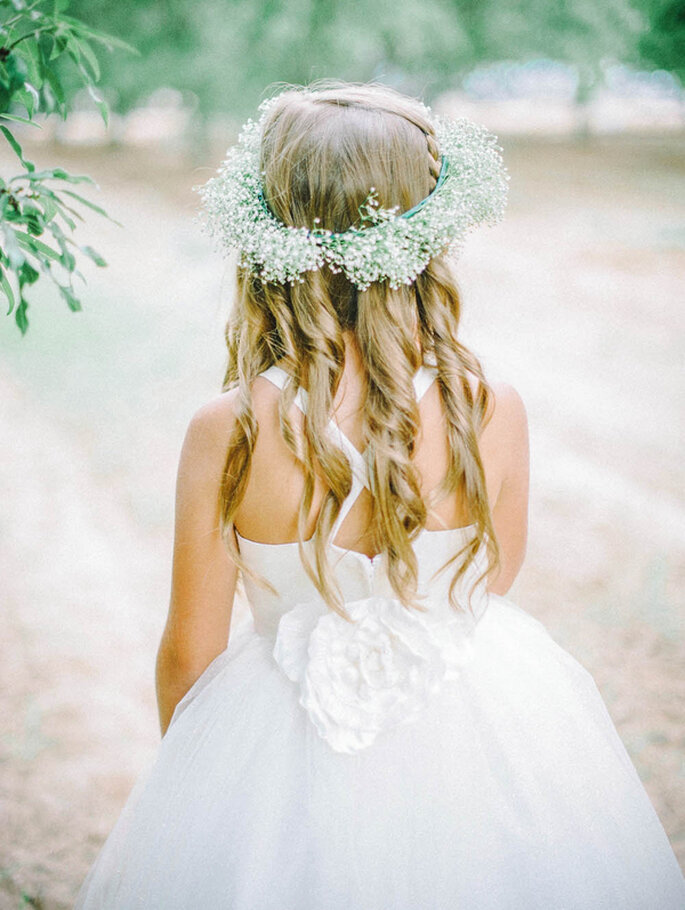 Corona de flores para tu look de novia y pajes - Foto Amalee Accessories