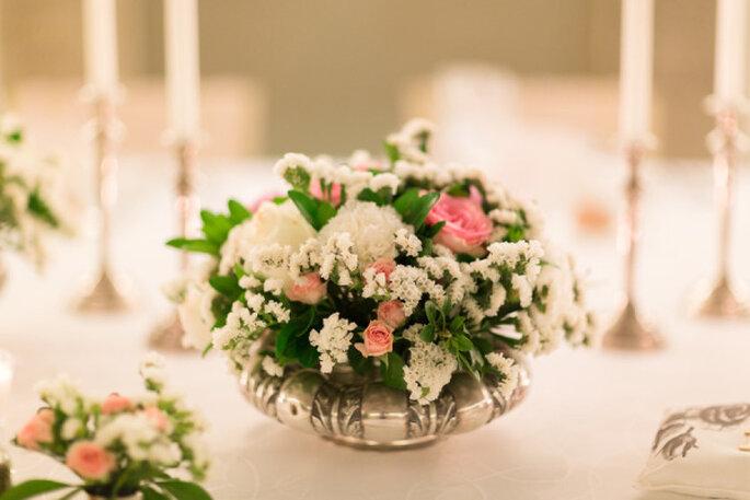 Majestuosos centros de mesas con grandes arreglos florales. Foto: Andre Teixeira Brancoprata