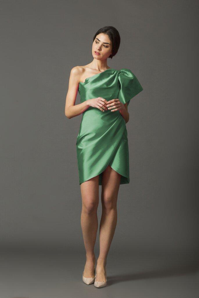 Vestido de fiesta verde corto con escote asimétrico