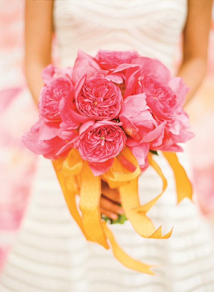 Un ramo de novia en colores cítricos - Foto KT Merry Photography