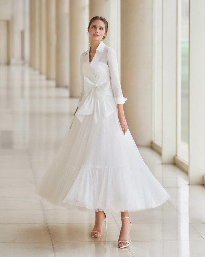 Vestido de novia para boda civil Aire Barcelona vestido de novia con escote palabra de honor, corte princesa y una falda ligera