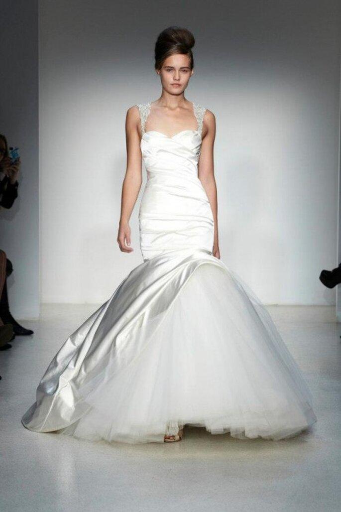 Vestido de novia con falda voluminosa en corte sirena - Foto Kenneth Pool