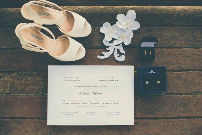 Sapato, convite, acessório cabelo e jóias
