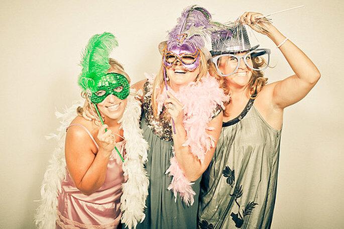 Instalar un photocall es una idea divertida y sencilla para tu boda. Foto: Adrián Tomadín