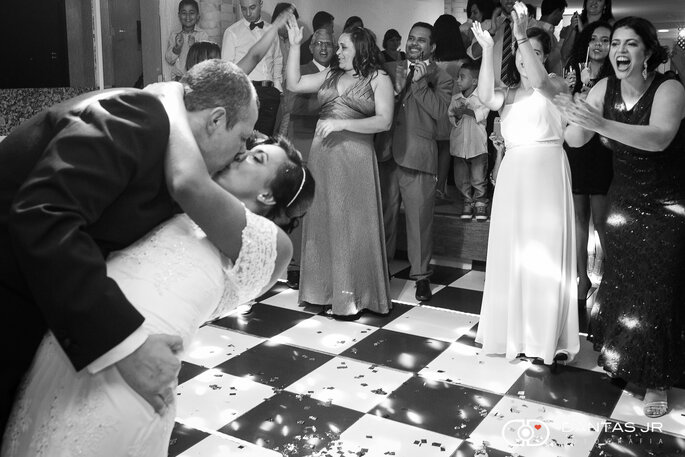 Fotografia-casamento-Monique-Marcelo-Sítio-Rei-d-Gado-RJ-ar-livre-making-of-22