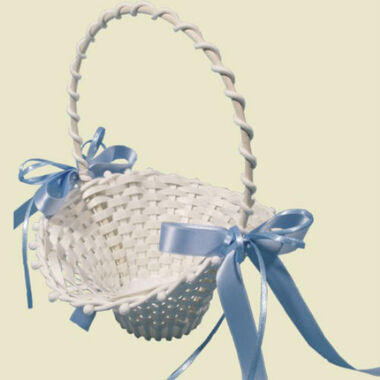 Beispiel: Blütenkörbchen, Foto: Braut Boutique.