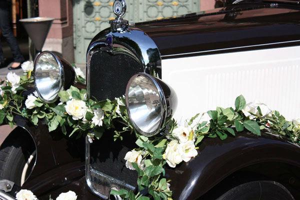 Beispiel: Oldtimer mit Blumenschmuck, Foto: Oldie².