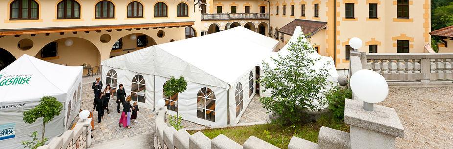 Beispiel: Festzelt, Foto: Naturhotel Schloss Kassegg.