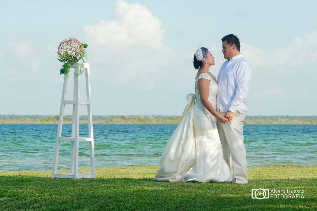 La Laguna de Bacalar con sus 7 Colores como marco esplendoroso en las fotografías y la celebración