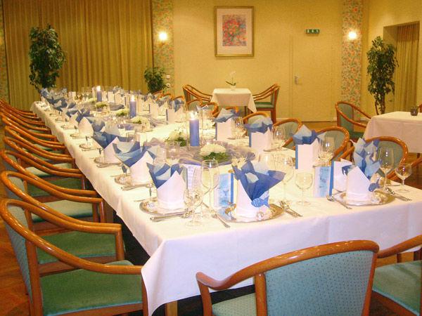 Beispiel: Festtagstafel, Foto: AKZENT Hotel Strandhalle.