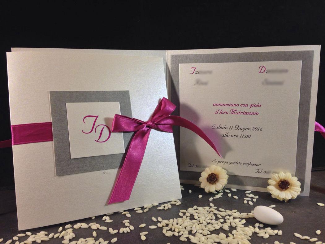Partecipazione nozze grigio perla e fucsia www.stampaecrea.it