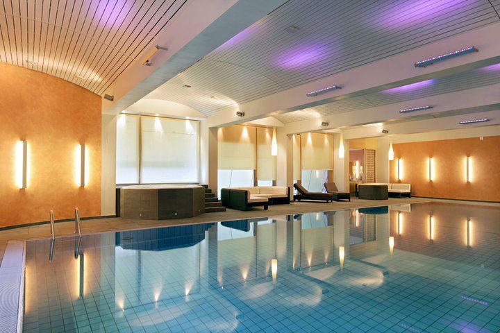 Beispiel: Schwimmbad, Foto: Grand Hotel Zermatterhof.
