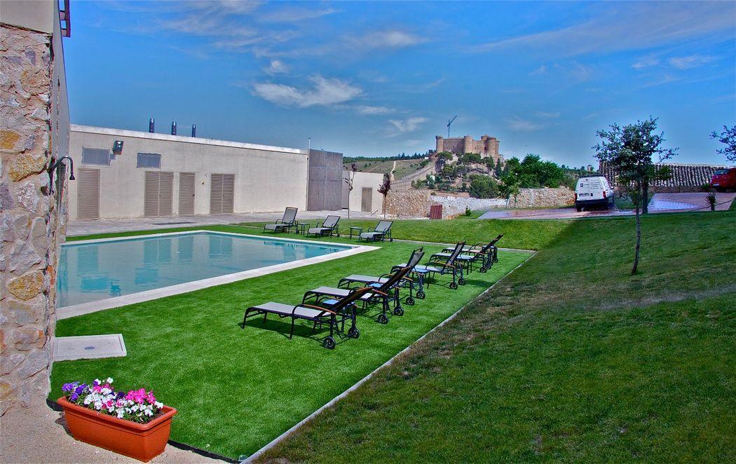 Preciosas vistas del Castillo de Belmonte desde nuestra piscina.