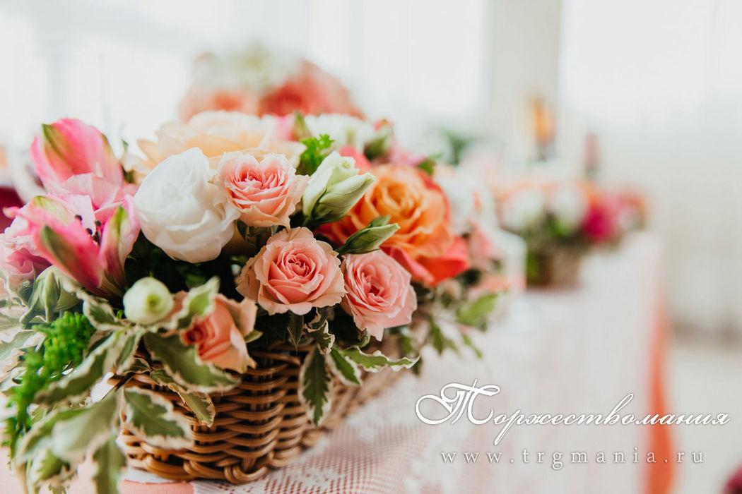 корзиночки на столе от студии декора и флористики торжествомания
