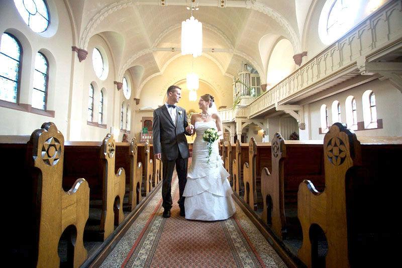 Beispiel: Brautpaar in der Kirche, Foto: Stadtpalais Celle.