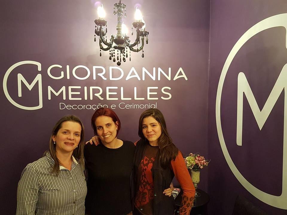 Celebrando assinatura de contrato com a debutante Ana Beatriz e sua mãe, Josana