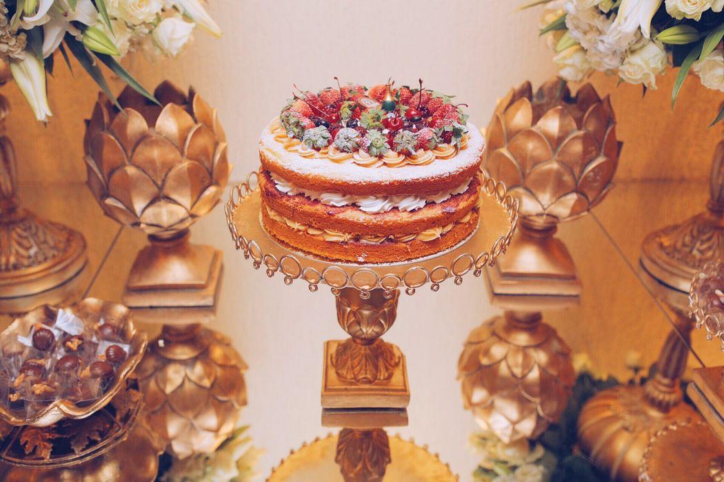 Bolo naked cake tradicional de frutas vermelhas