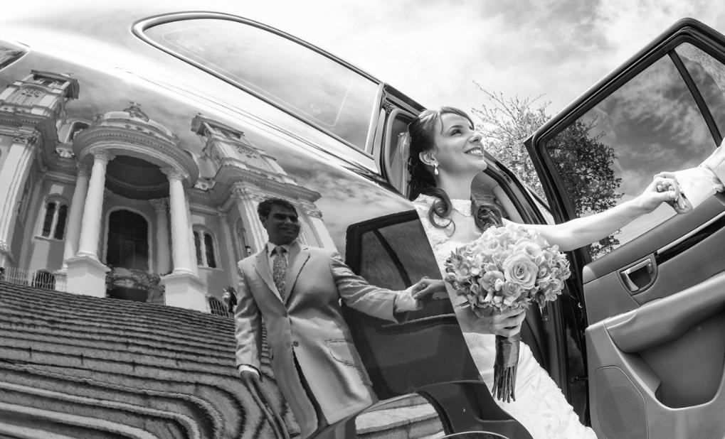 Casamento em Ilhéus-BA Chegada da noiva Georgia, dando a mão ao seu irmão, que a conduzirá até o altar. Sandro Andrade Fotografia