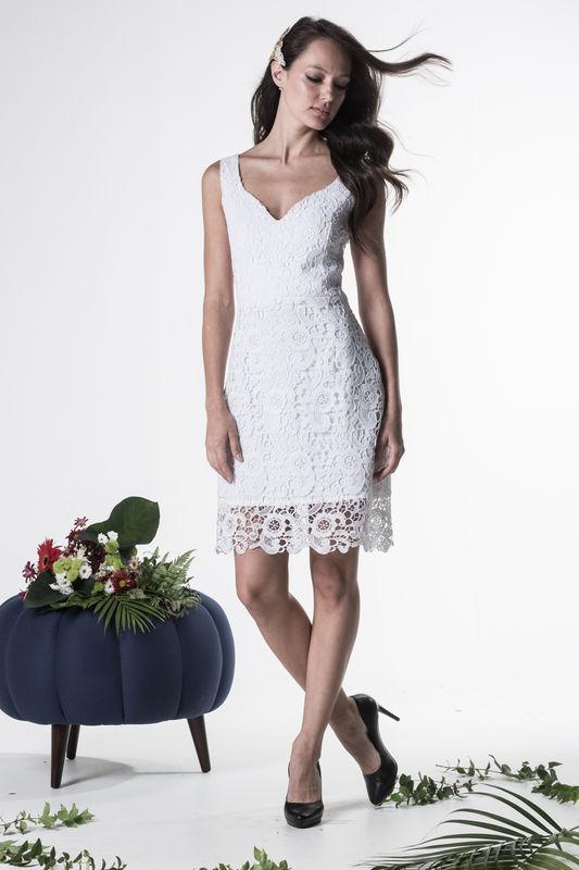 Vestido Bromélia- R$ 499,90  http://www.oamoresimples.com.br/pd-30e495-vestido-de-noiva-bromelia.html?ct=b9acf&p=1&s=1